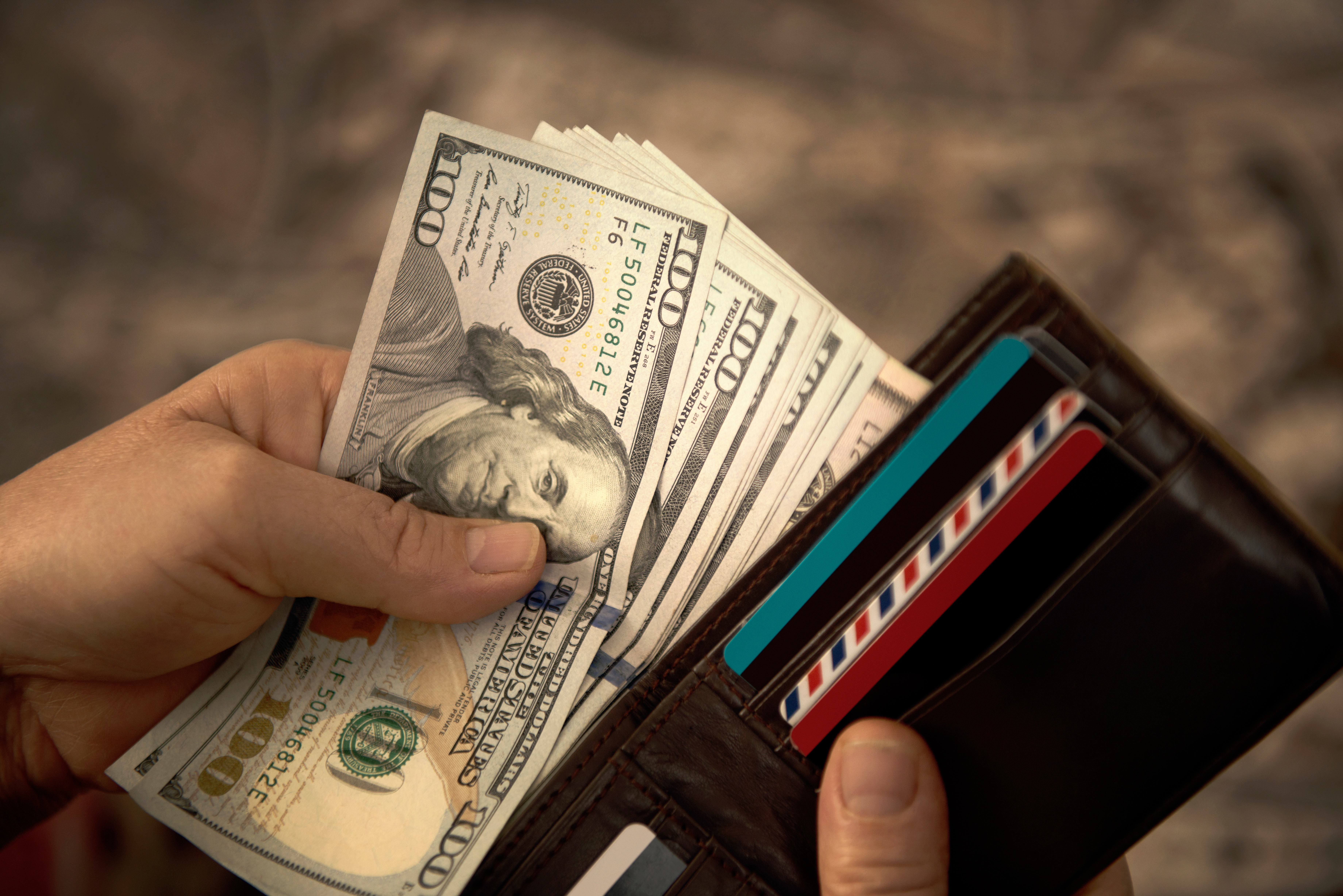 5 Ways Paying With Cash Can Help You With Managing Your Money